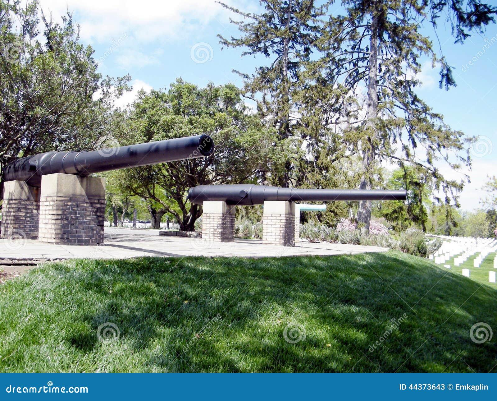 Cannoni del cimitero di Arlington del memoriale ispano-americano 2010)