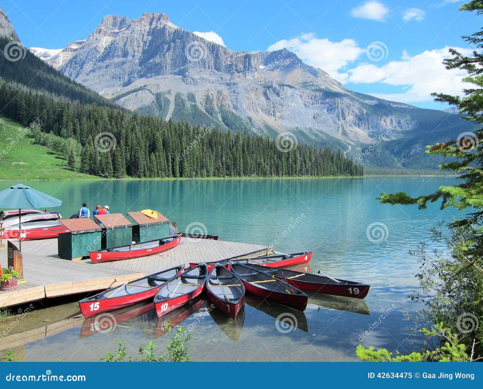 Canoës chez Emerald Lake, Canadien les Rocheuses