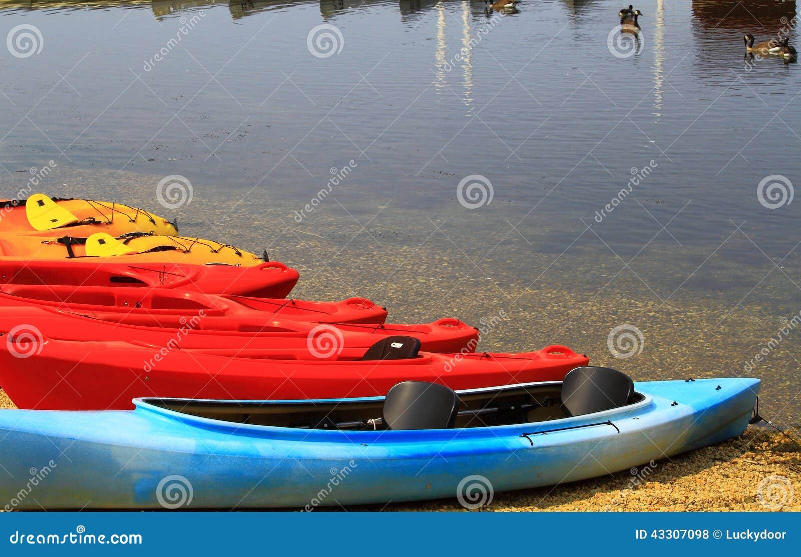 Canoës par le lac