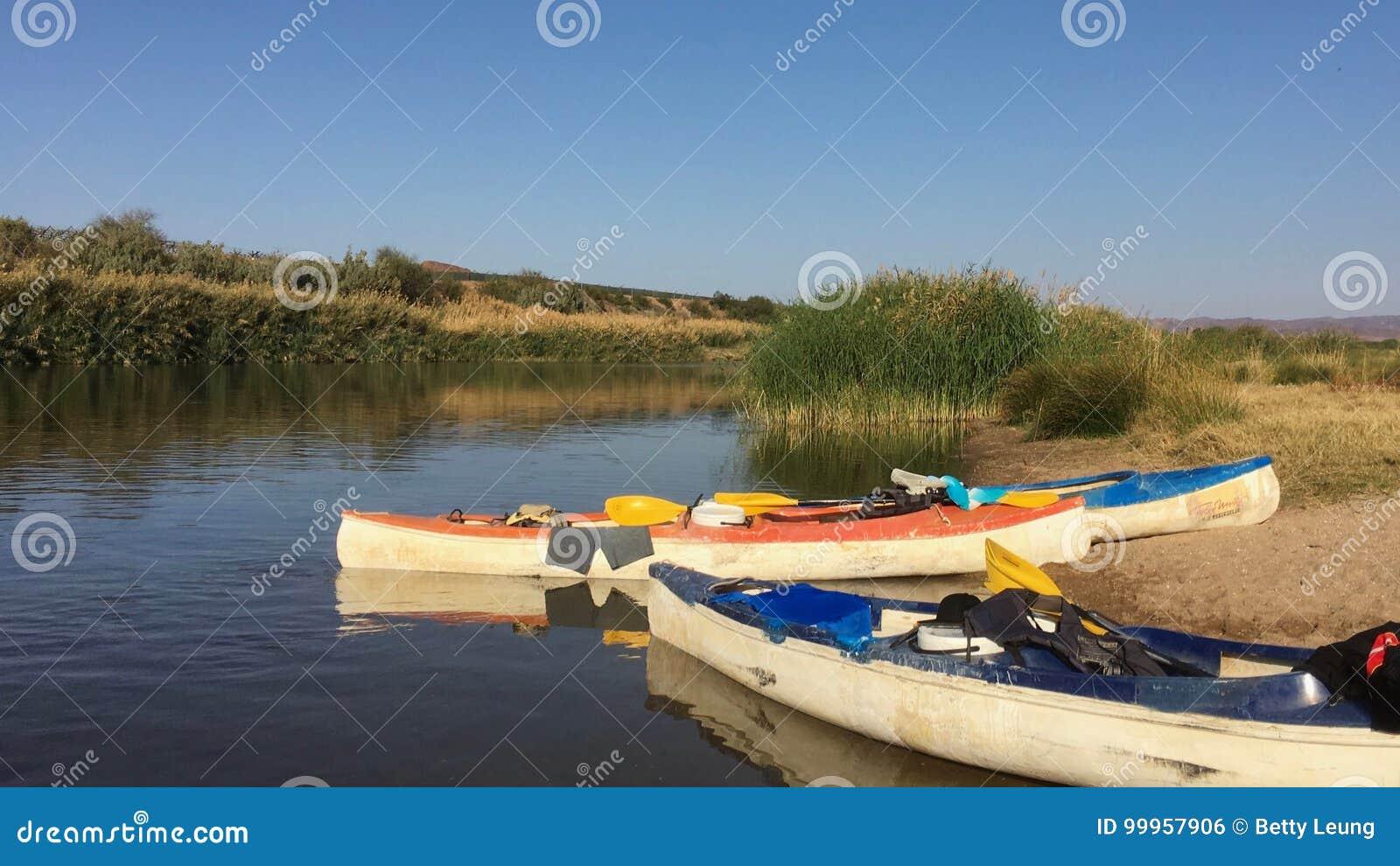 Canoës sur la rivière orange en Namibie
