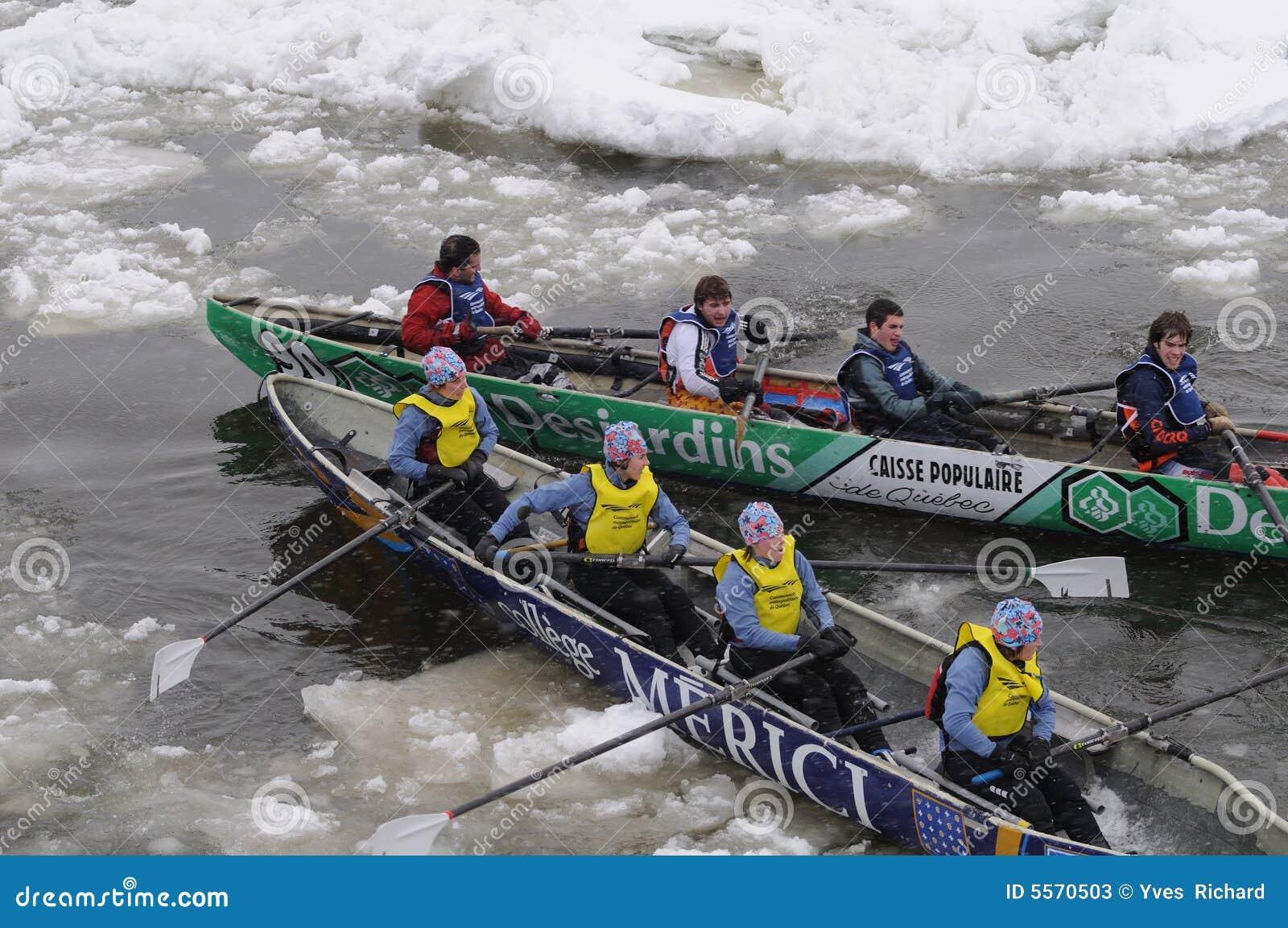 Canoa 4 que compiten con del hielo