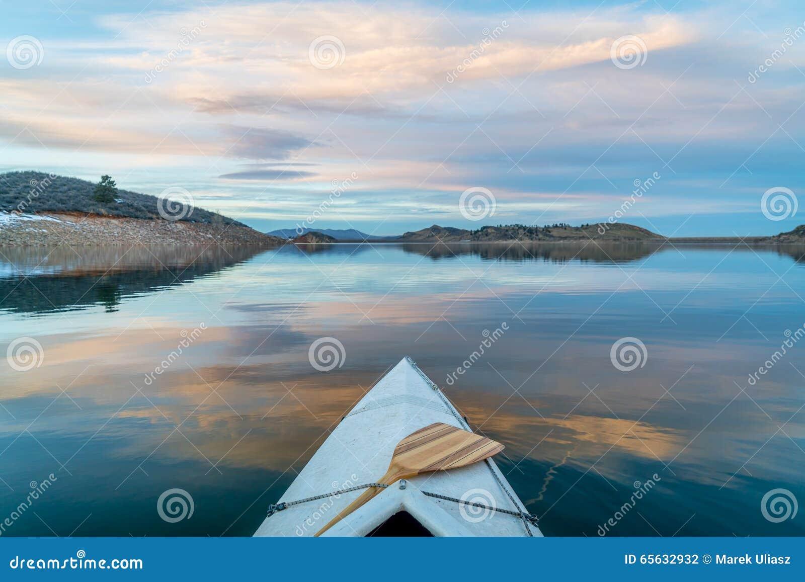 Canoa del invierno que se bate en Colorado