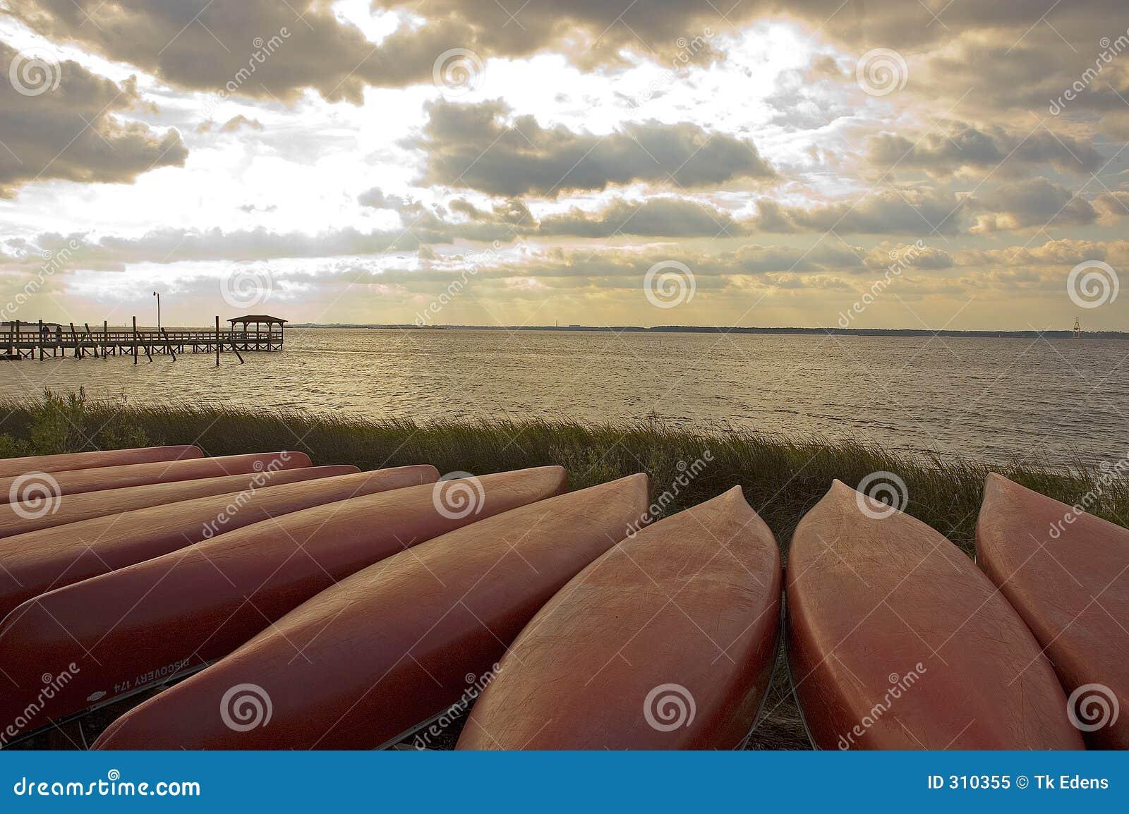Canoas de la puesta del sol