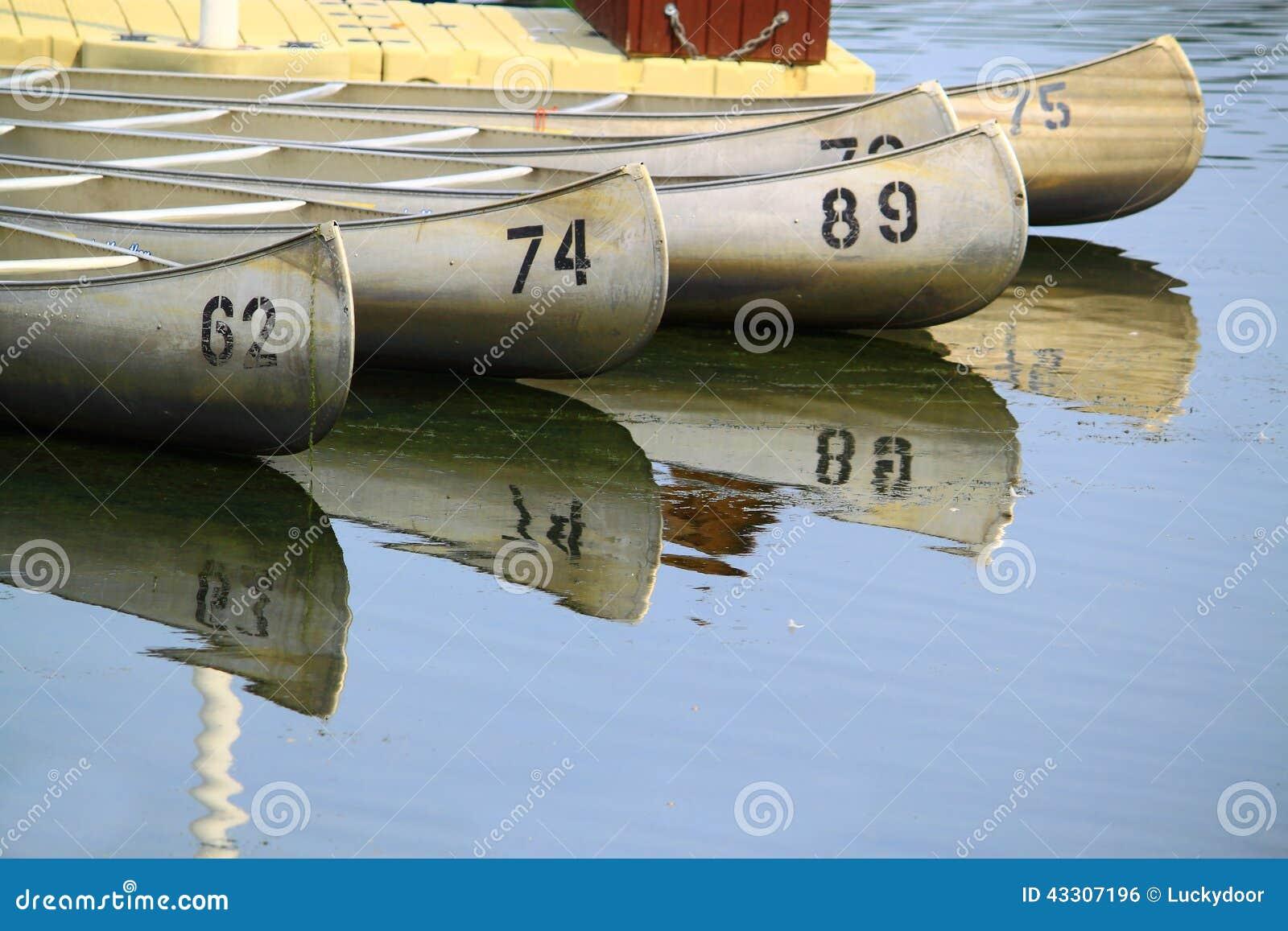 Canoes озеро