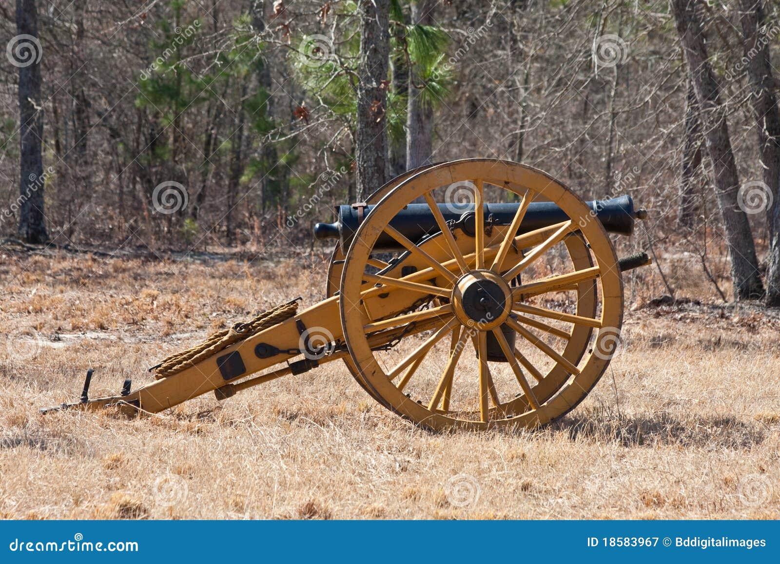 Canon antique de guerre civile sur le ch de bataille