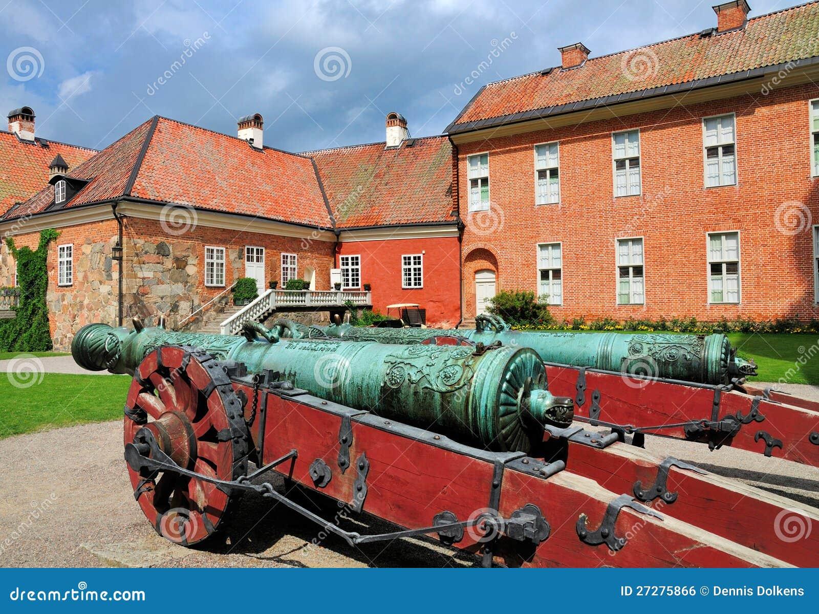 Canons i trädgården av det Gripsholm slottet