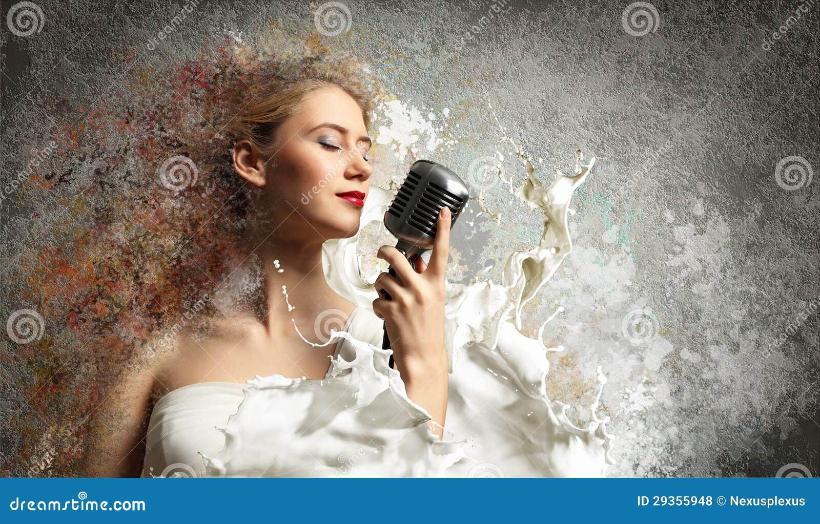 Cantante rubio de sexo femenino
