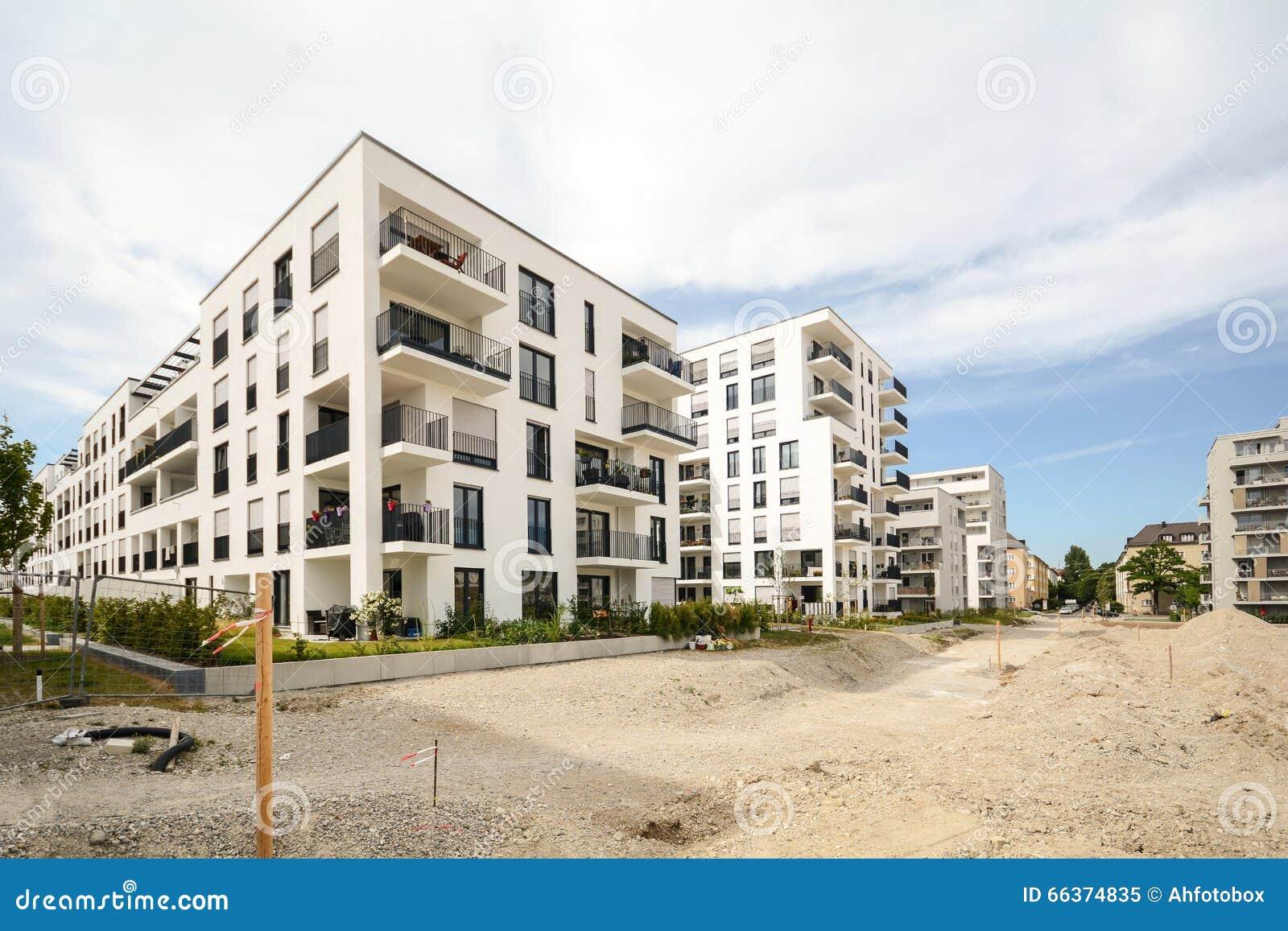 Cantiere con le nuove costruzioni di appartamento case for Costruzioni case moderne