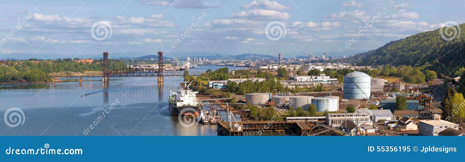 Cantiere navale di Portland lungo panorama del fiume di Willamette
