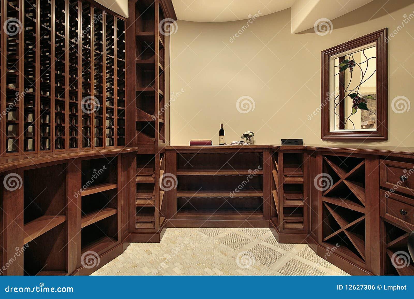 Cantina per vini nella casa di lusso fotografia stock - Bodegas para casa ...