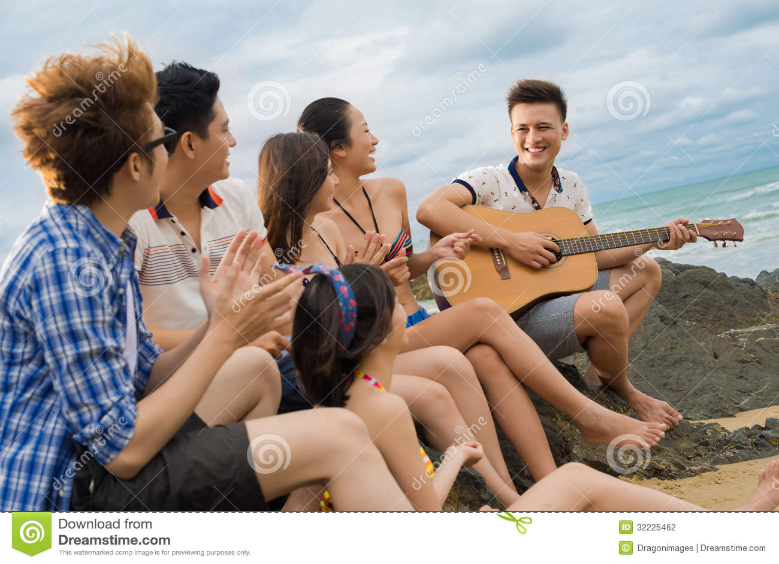 Download Canto da guitarra foto de stock. Imagem de aprecíe, ocasional - 32225462