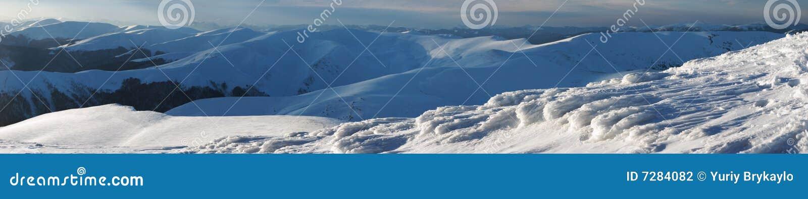 Canto de las montañas de la tarde