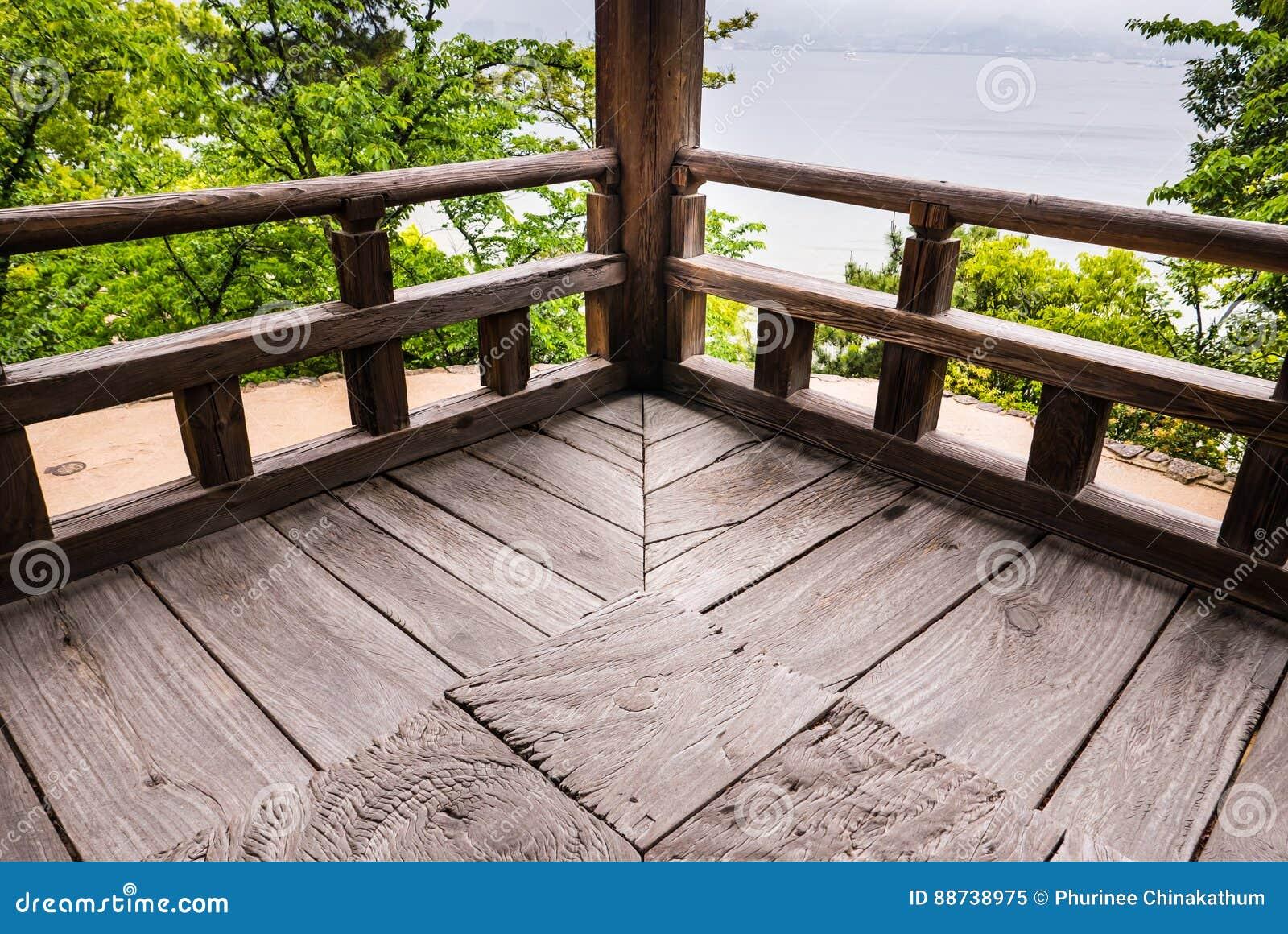 Canto de madeira de Senjokaku & de x28; Toyokuni Shrine& x29; na ilha de Miyajima