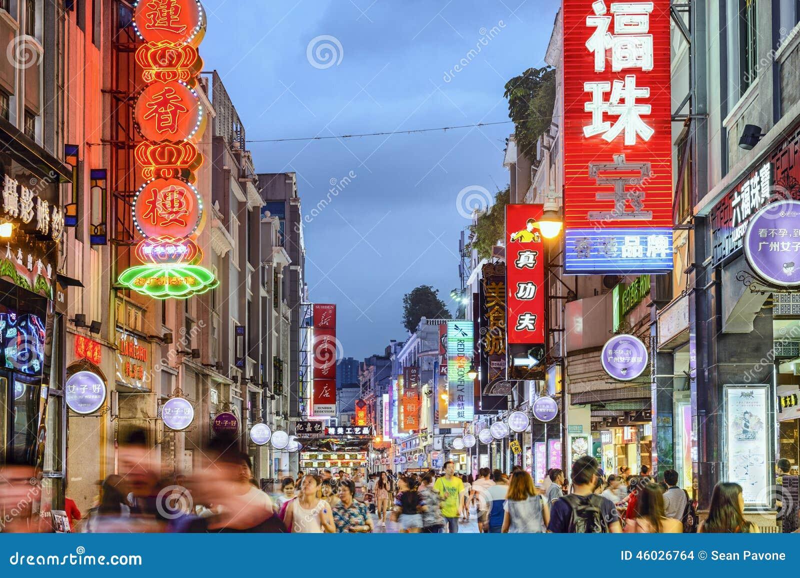 Canton, strada dei negozi della Cina
