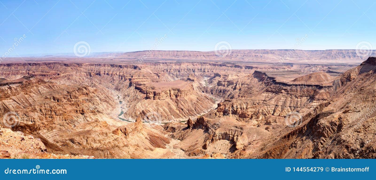Canyon durante la vista superiore di periodo di siccità, bello panorama scenico del fiume del pesce del paesaggio della montagna