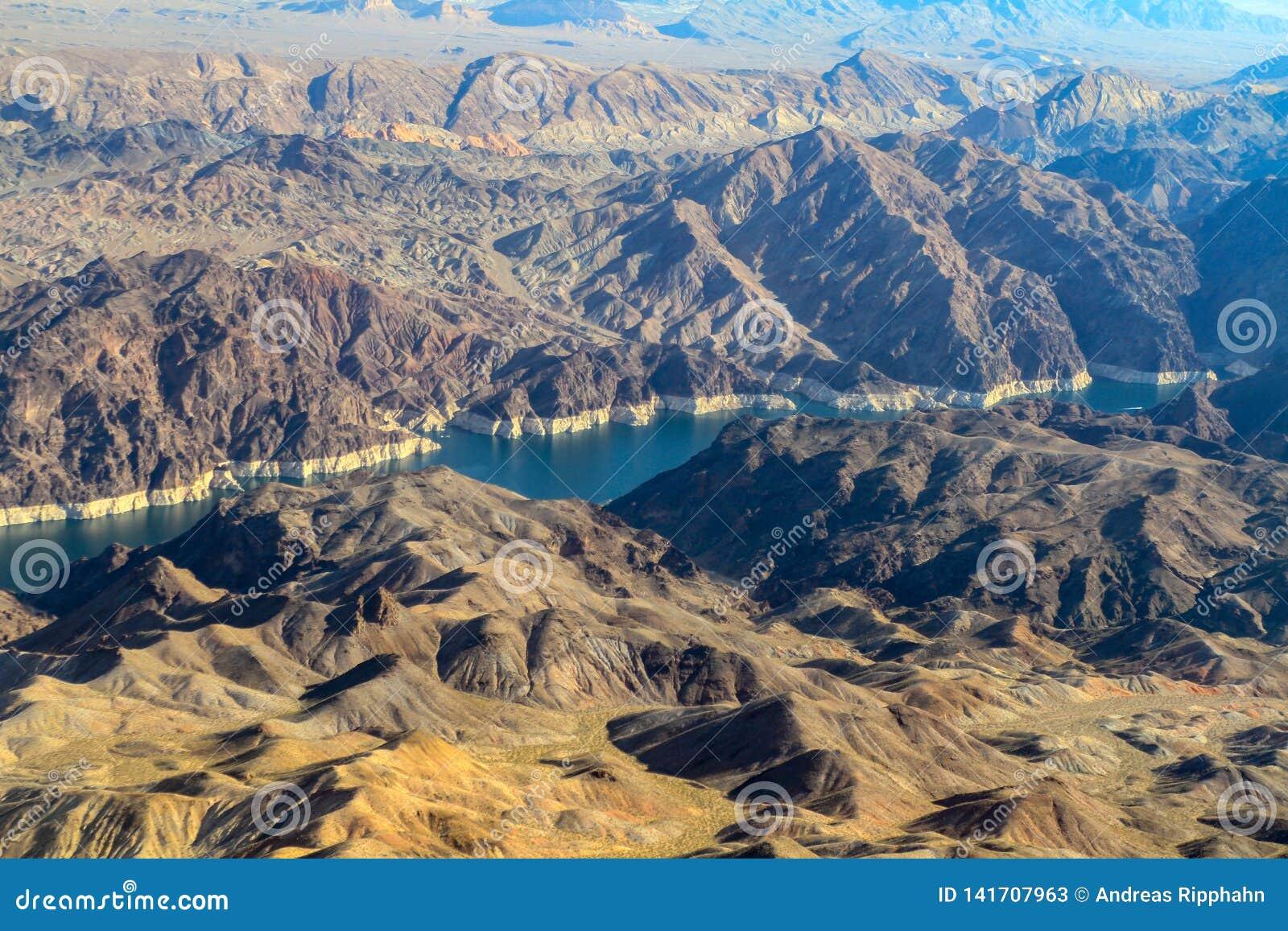 Canyon noir de rivière et le barrage de Hoover
