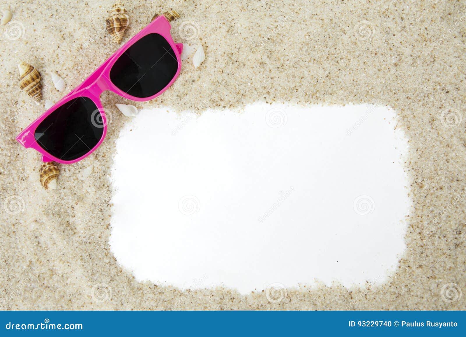Capítulo con la arena y las gafas de sol