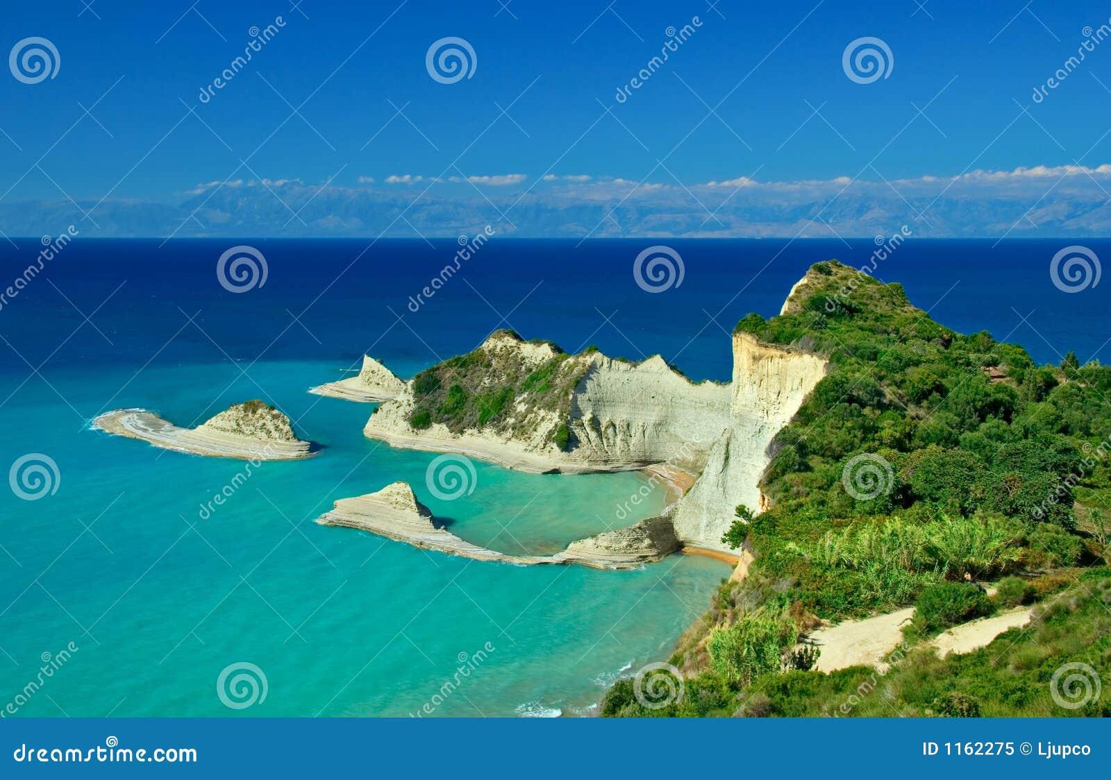 Cap Drastis avec les îles avoisinantes