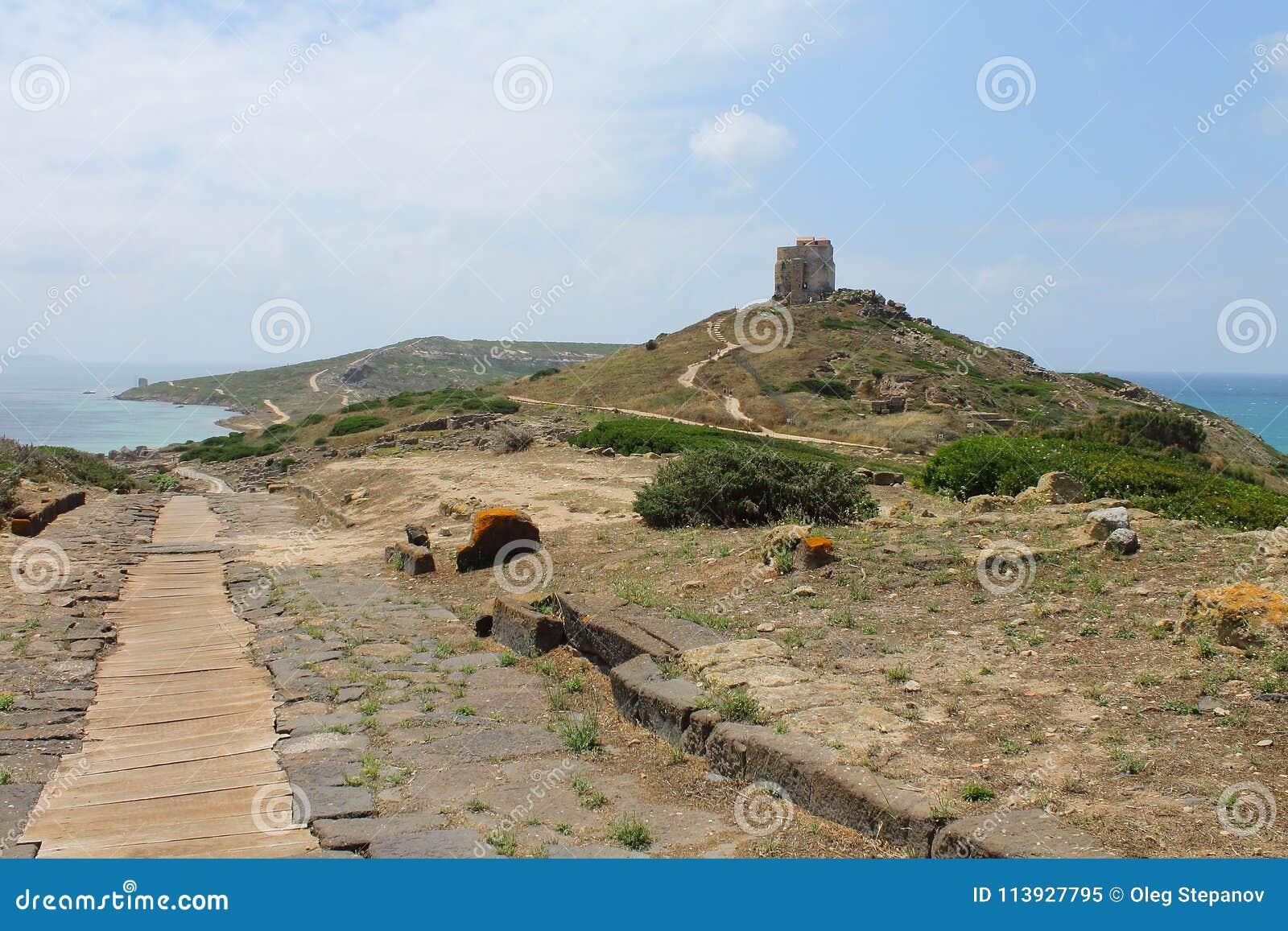 Cap du ` s de St Mark et tour de San Giovanni en Sardaigne Italie