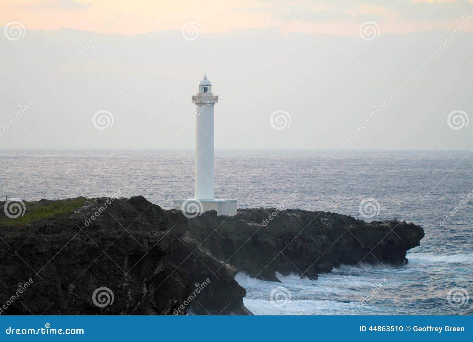 Cap Zampa, village de Yomitan, Okinawa Japan de phare au coucher du soleil