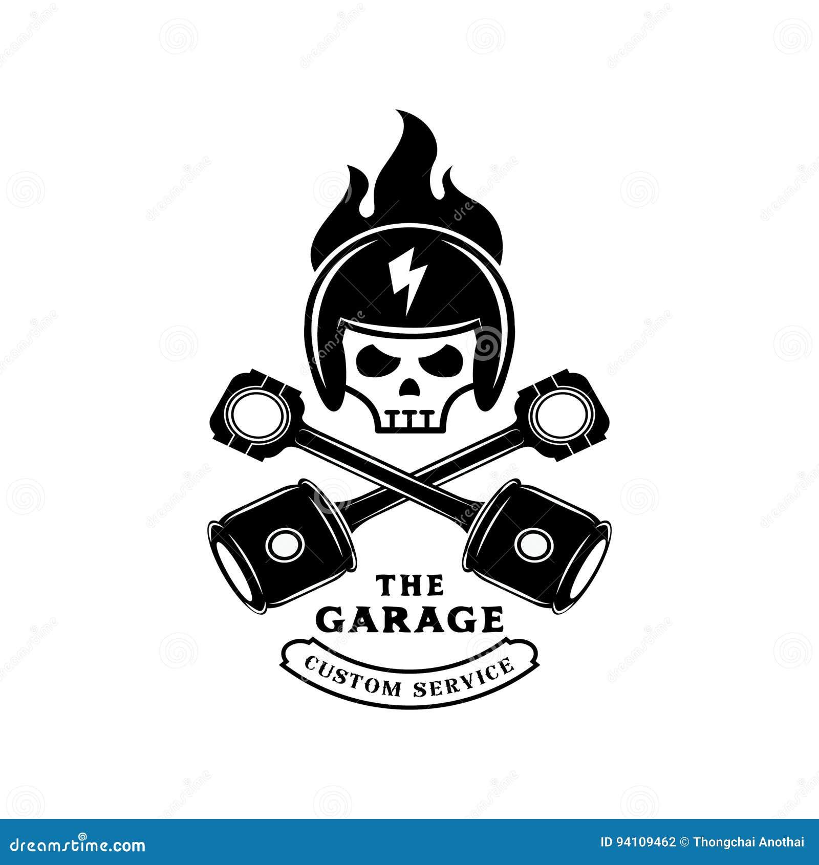 Capacete do crânio no fogo com logotipo do pistão