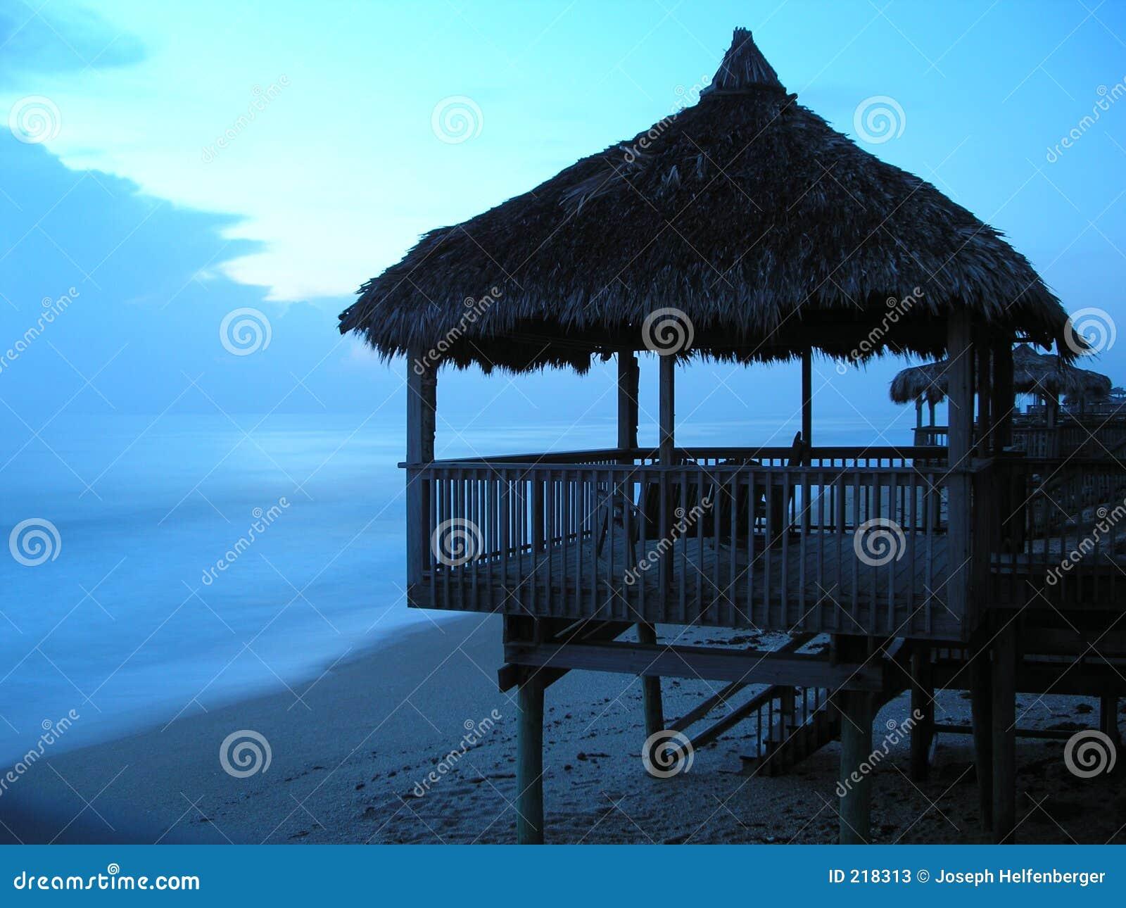 Capanna della spiaggia di alba della Florida