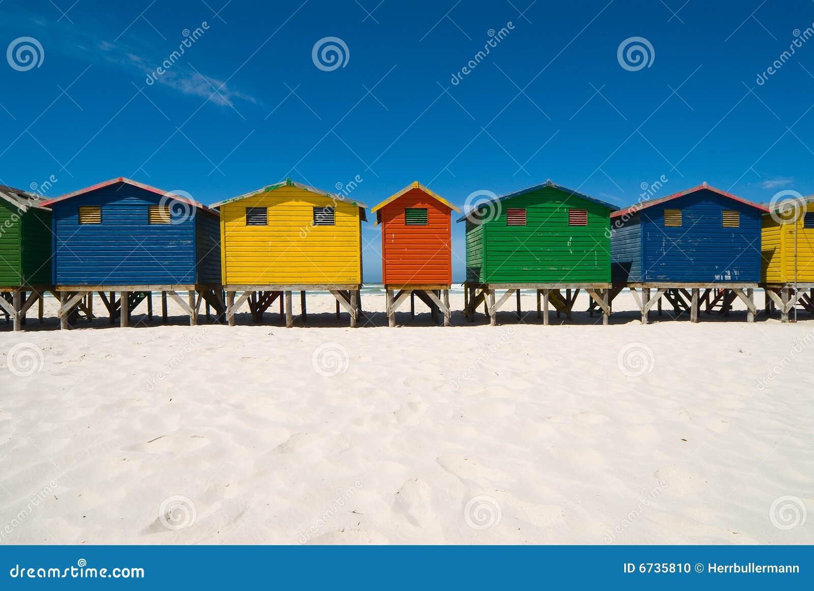 Capanne colorate della spiaggia fotografia stock for Planimetrie della cabina della spiaggia