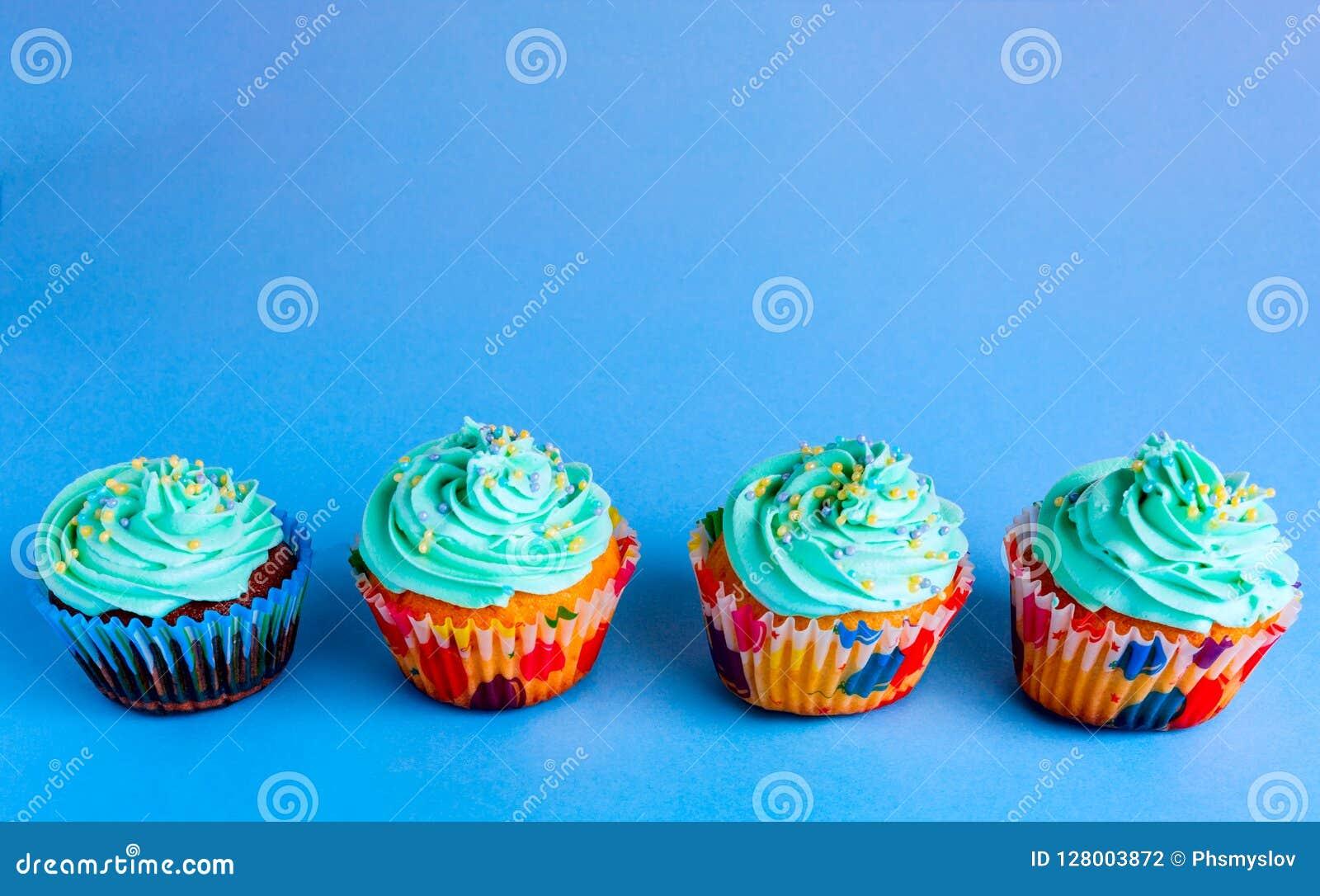 Capcake auf einem blauen Hintergrund, Kopienraum