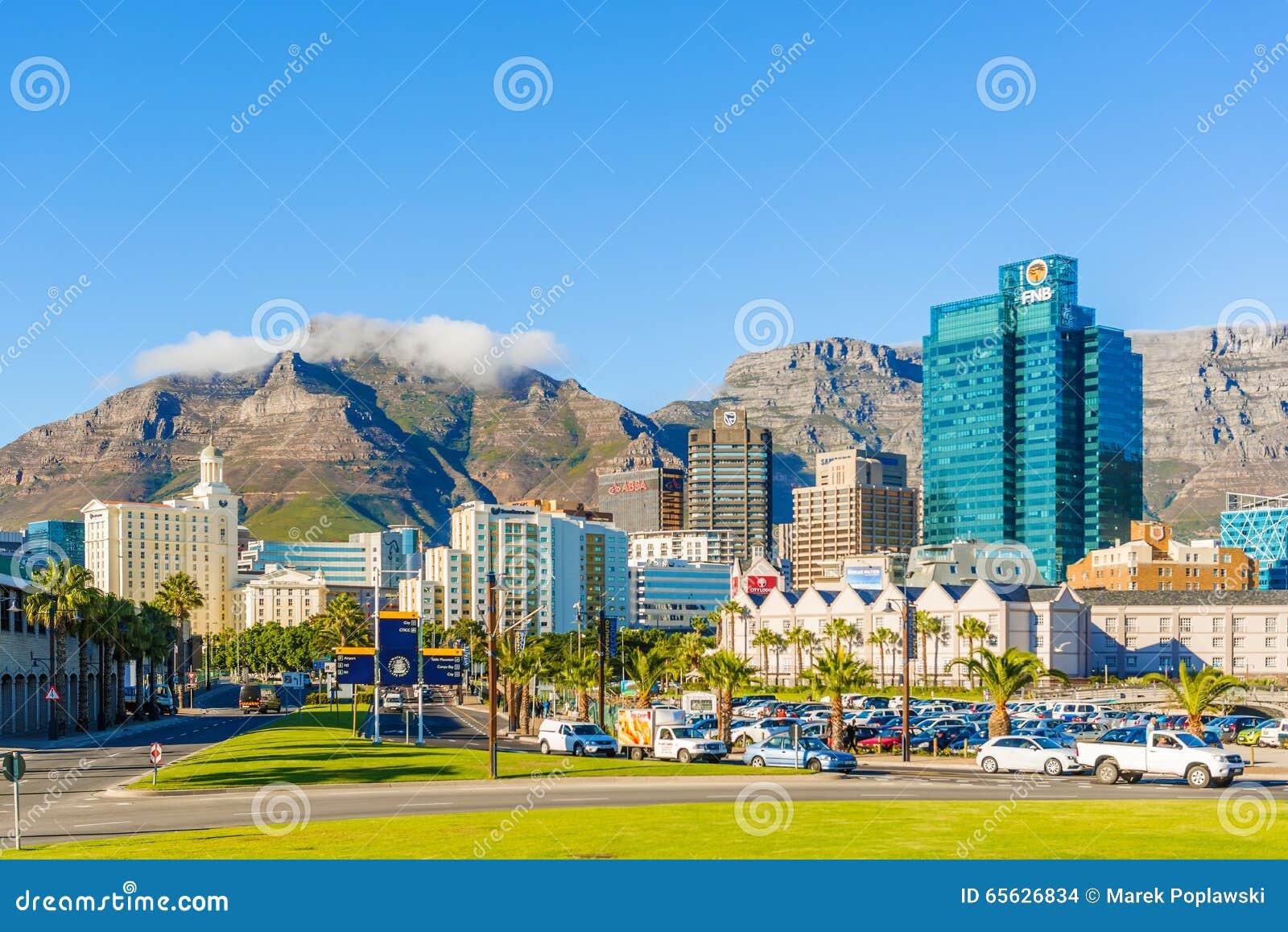 Cape Town du centre avec la montagne de Tableau