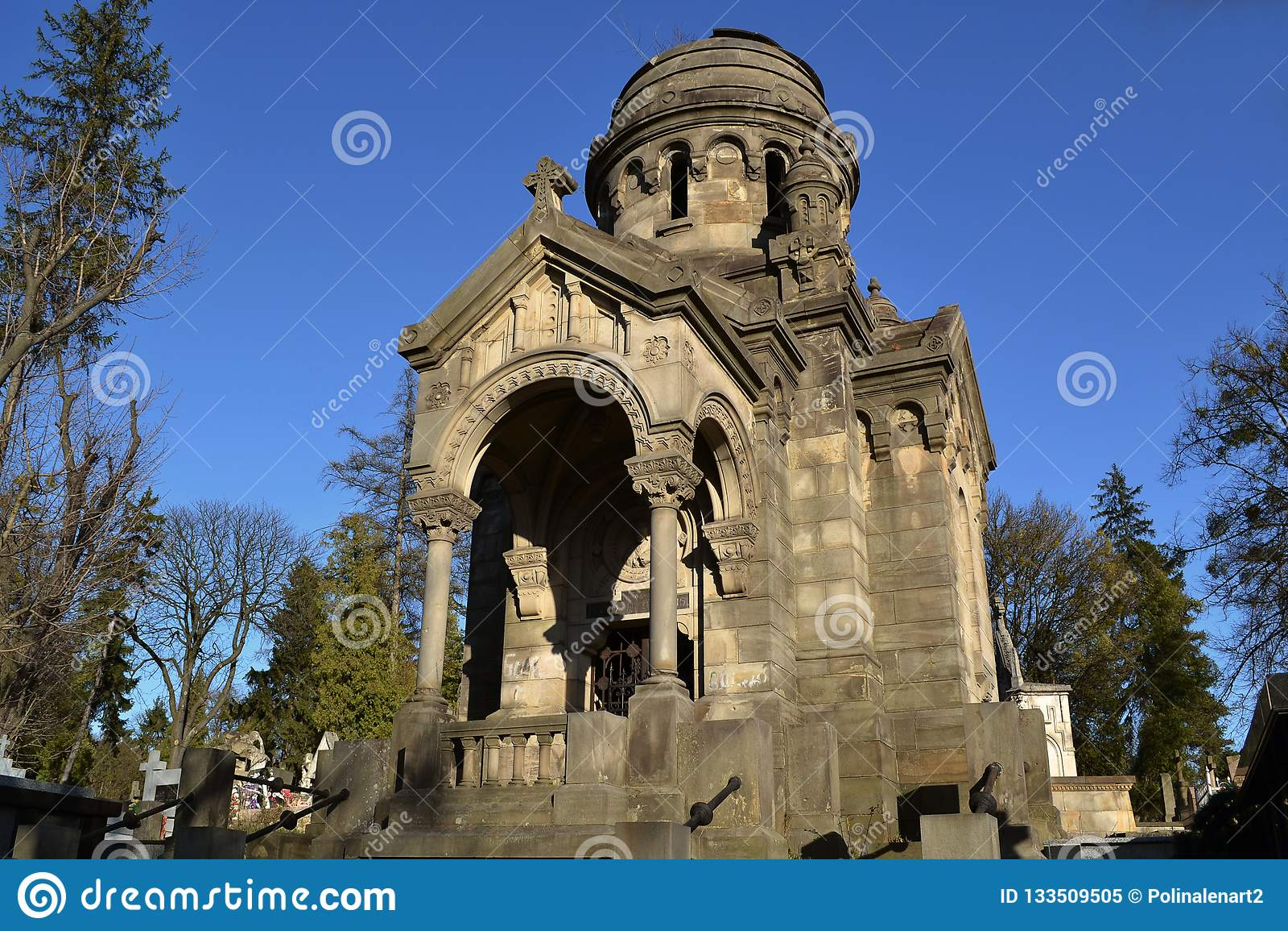 Capilla vieja en el cementerio