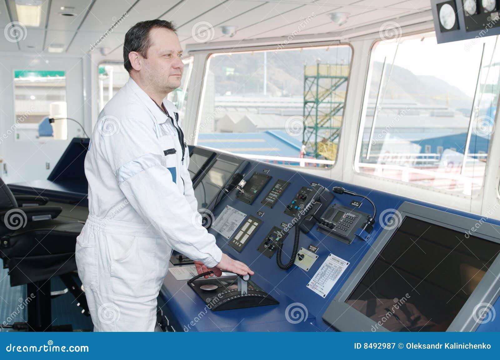 Capitán de la nave del océano