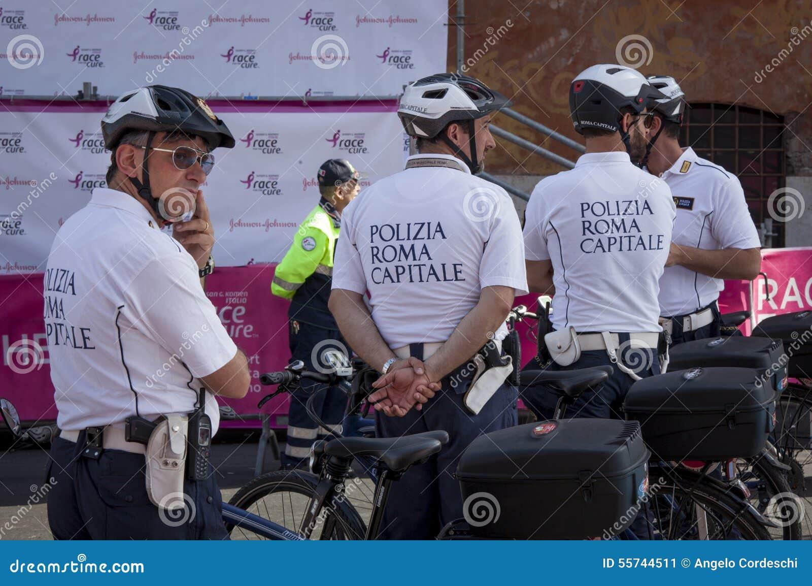 Capital da polícia de Roma no serviço durante a raça para a cura 2015, Roma Italy