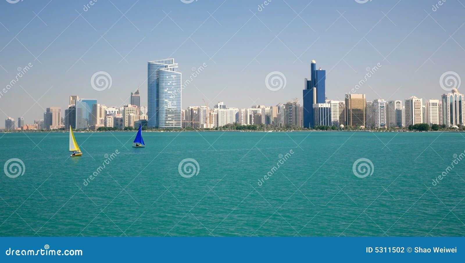 Download Capitale dei UAE fotografia stock. Immagine di acqua, bello - 5311502