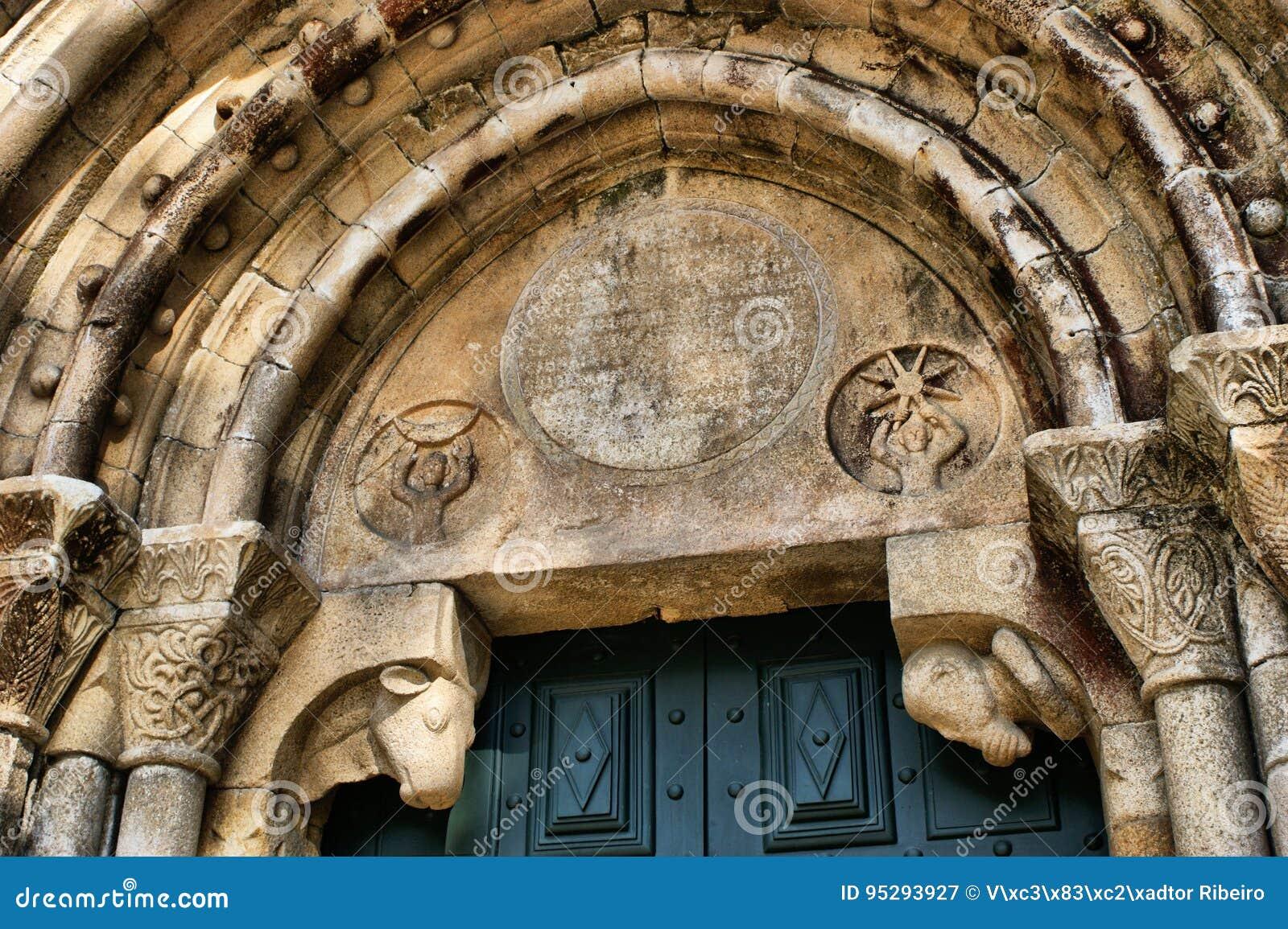 Capiteis do Mosteiro do Salvador de Paco de Sousa