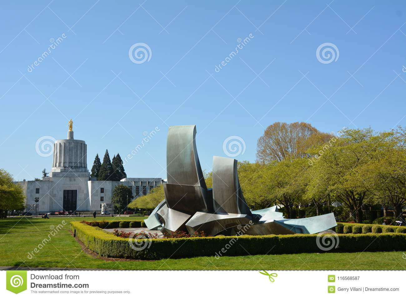 Capitol Building and Fountain in Salem, Oregon
