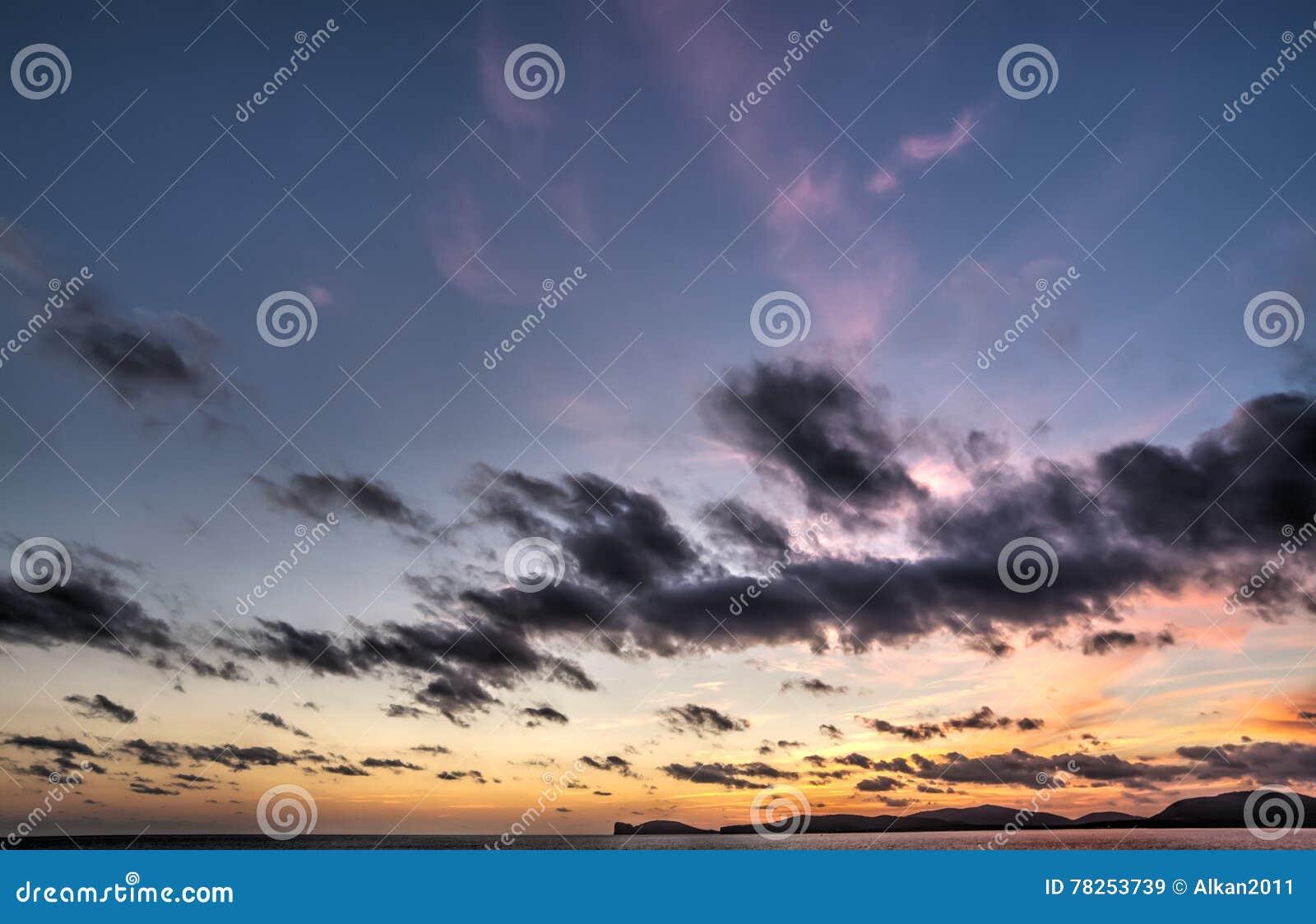 Capo Caccia κάτω από έναν πορφυρό ουρανό