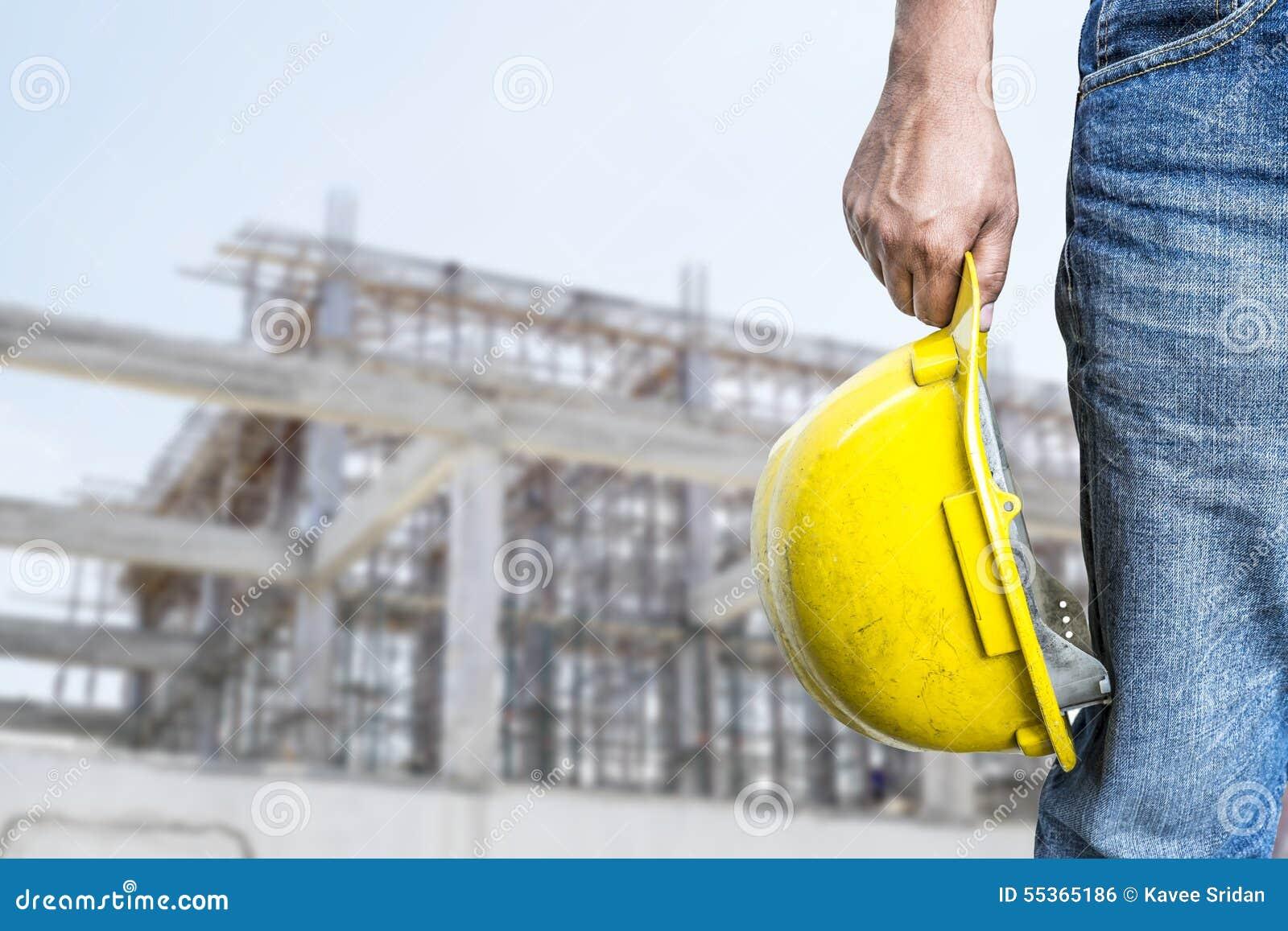 Caporeparto sicuro sul fondo della costruzione