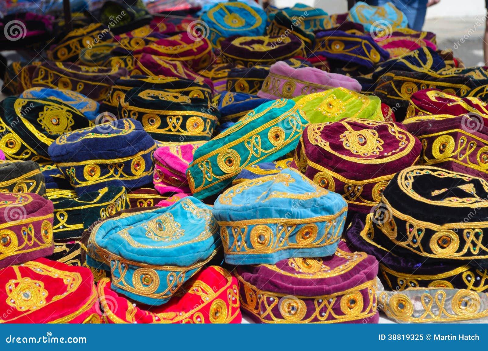 Cappelli sulla stalla del mercato