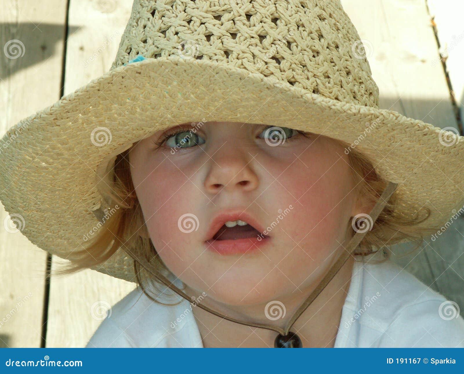 Cappello da portare del sole della ragazza