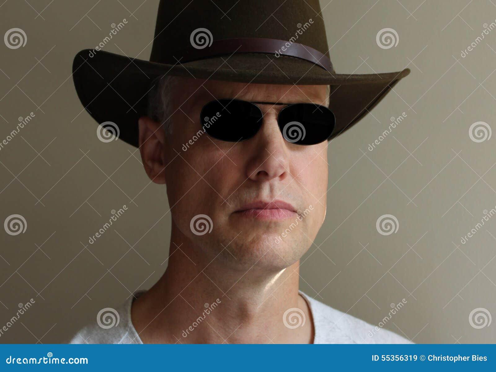 Cappello degli occhiali da sole dell uomo