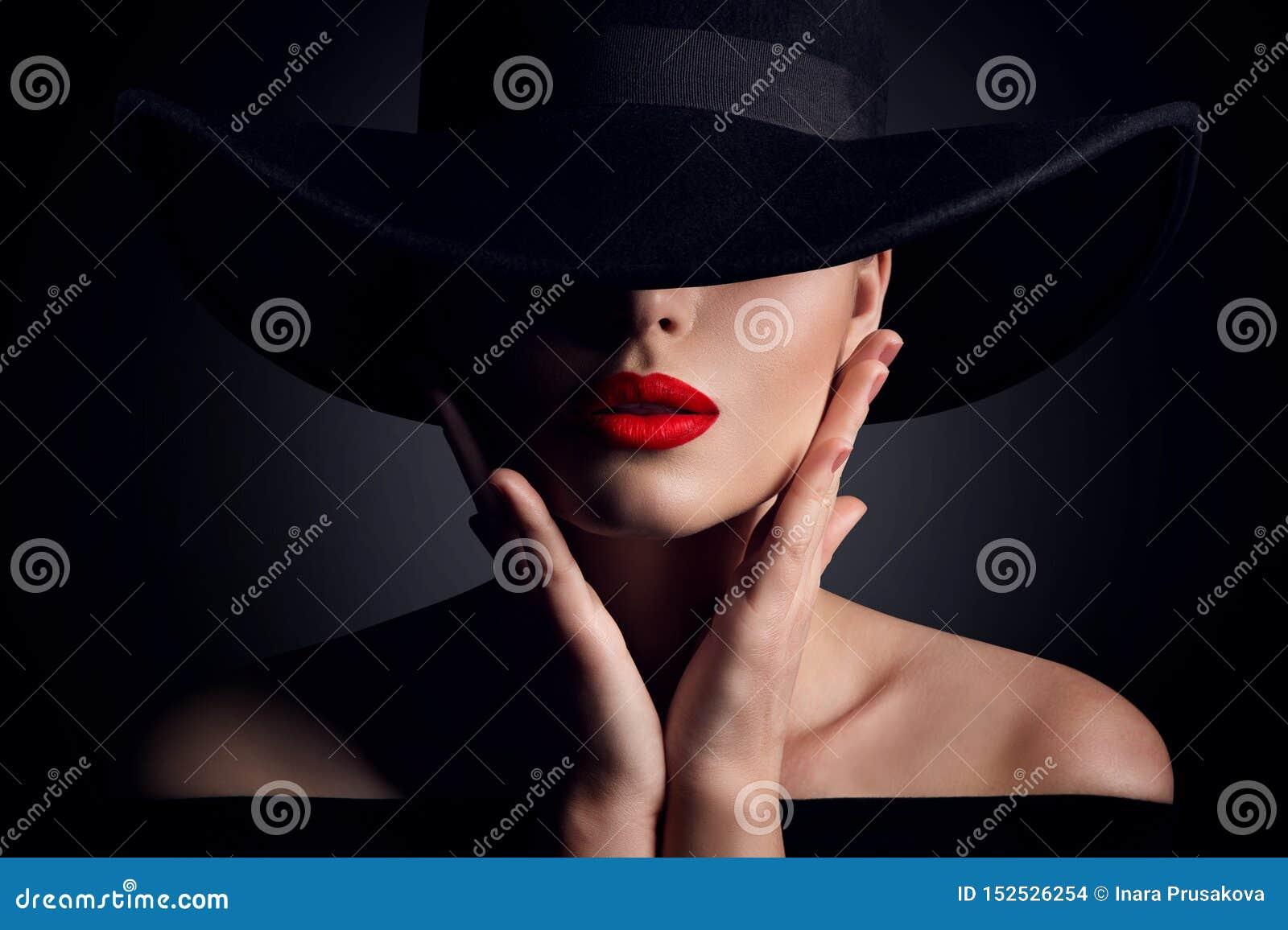 Cappello della donna e labbra, modello di moda elegante Retro Beauty Portrait nel nero