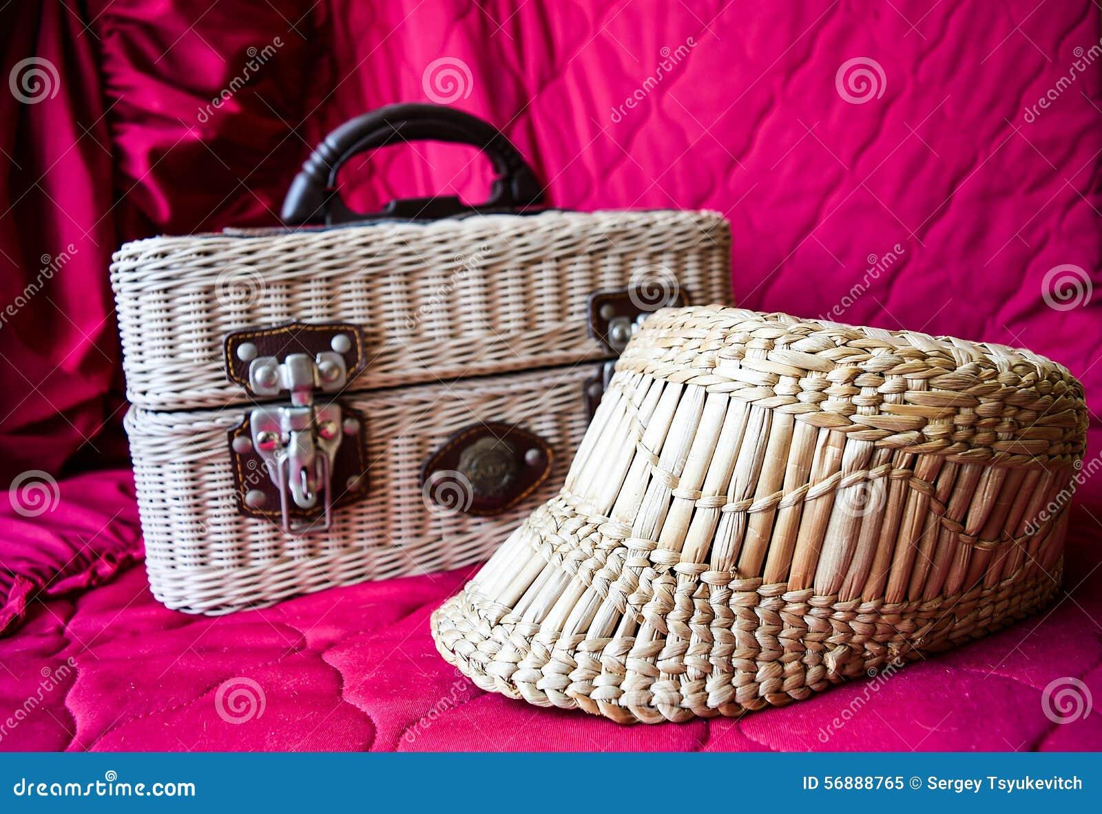 Cappello e borsa di vimini
