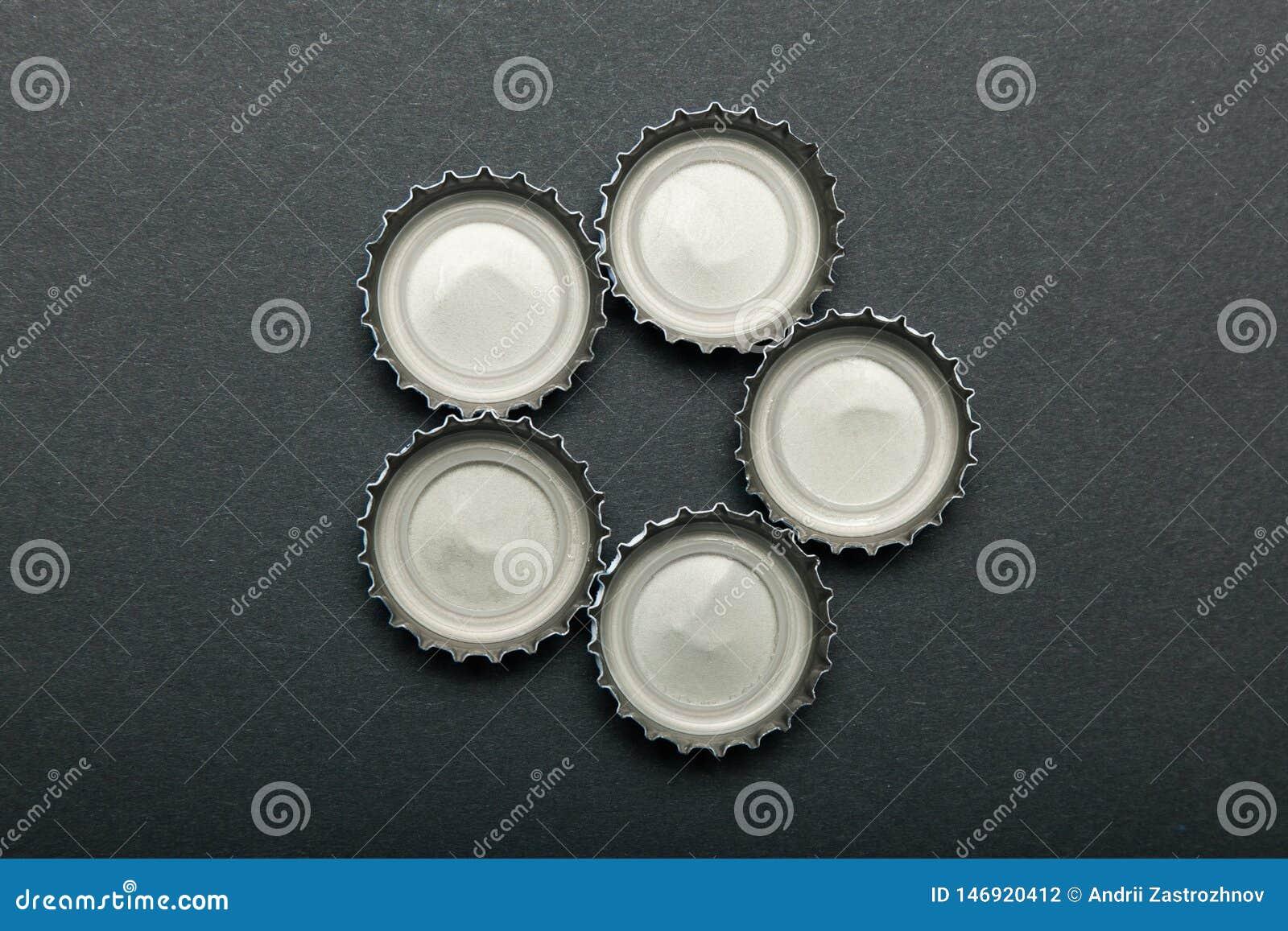 Cappucci della bottiglia di birra, alcolismo, depressione