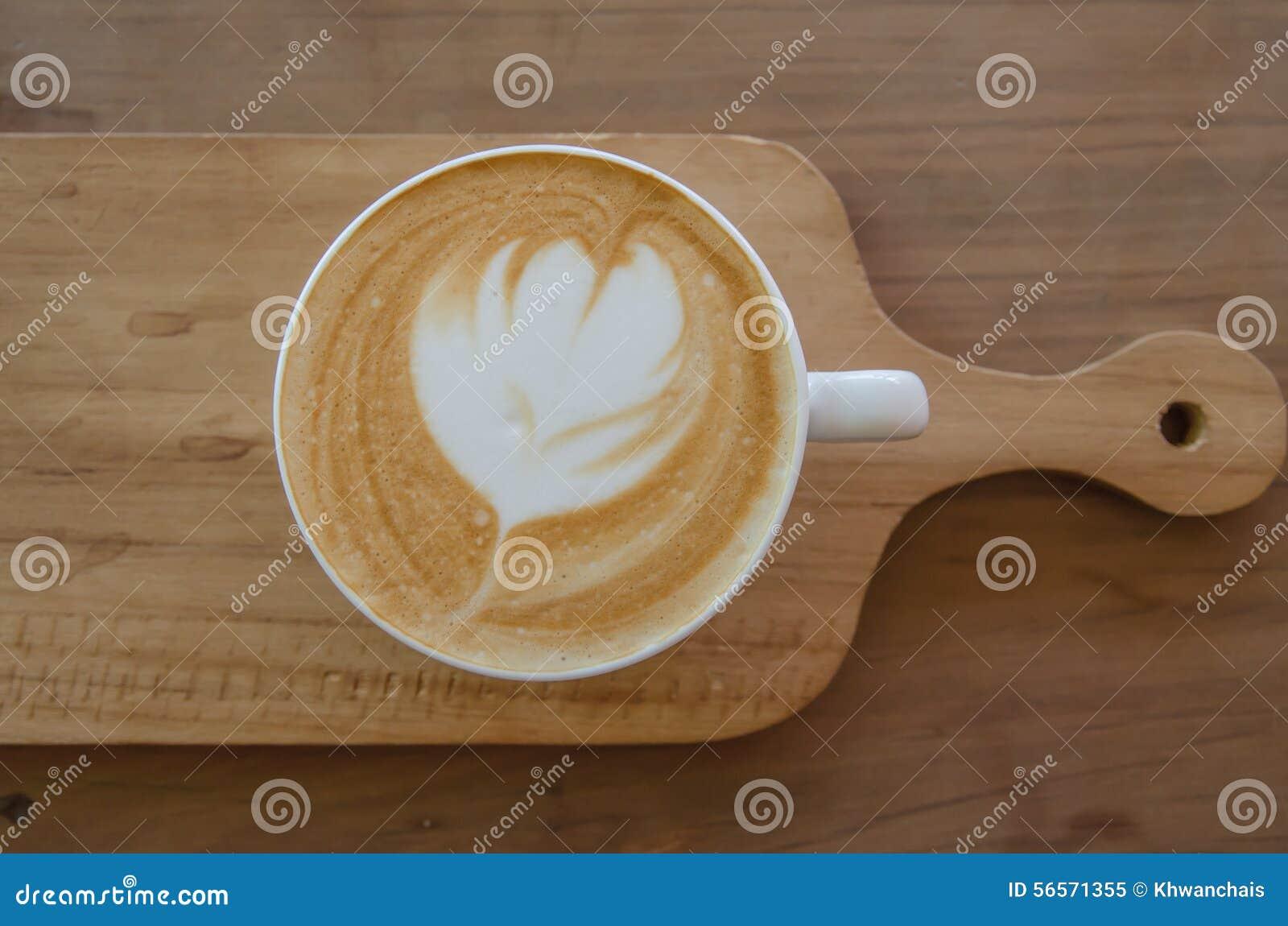 Download Cappuccino πέρα από τον ξύλινο πίνακα Στοκ Εικόνα - εικόνα από κλείστε, γάλα: 56571355