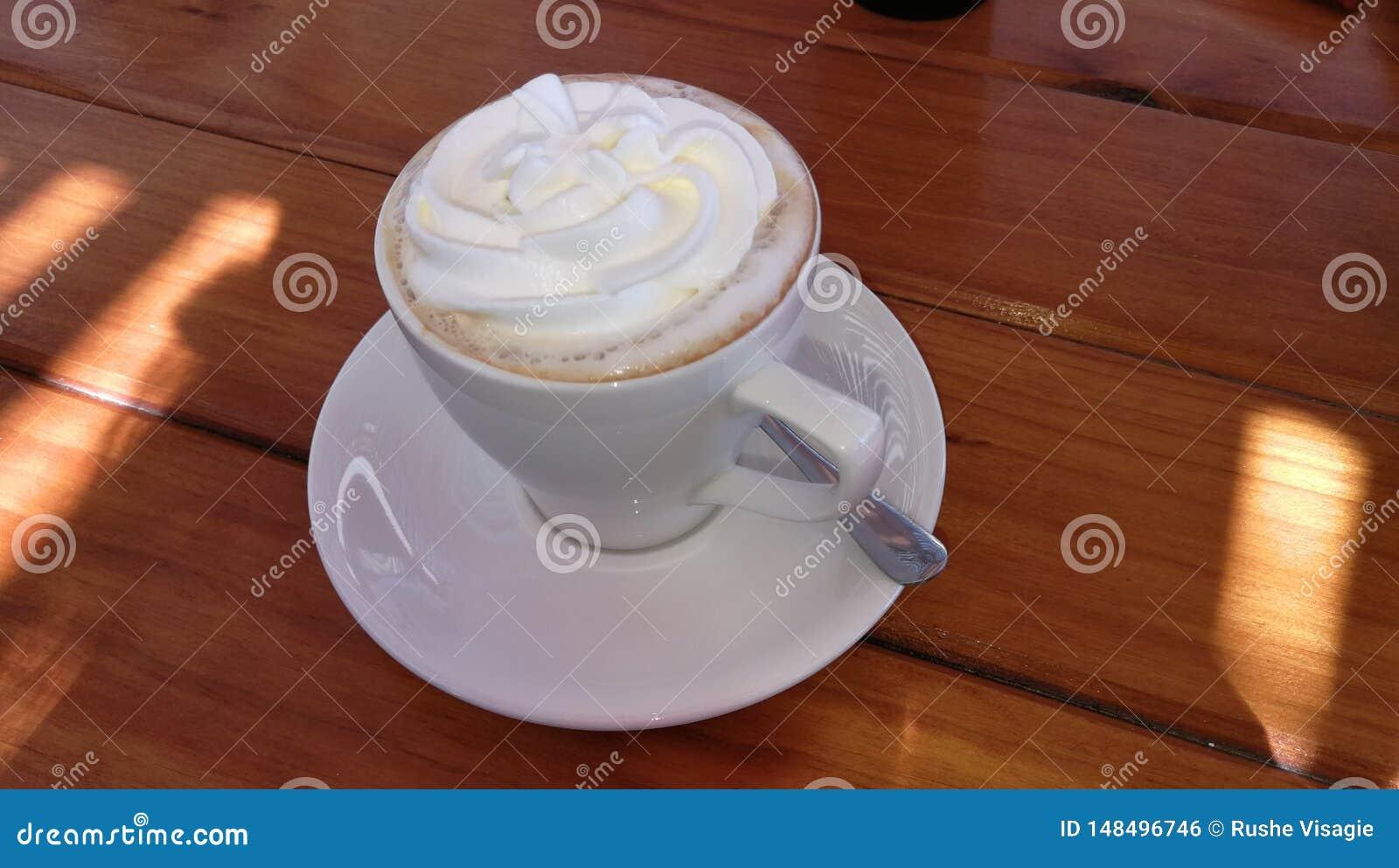Cappuccino cremoso quente