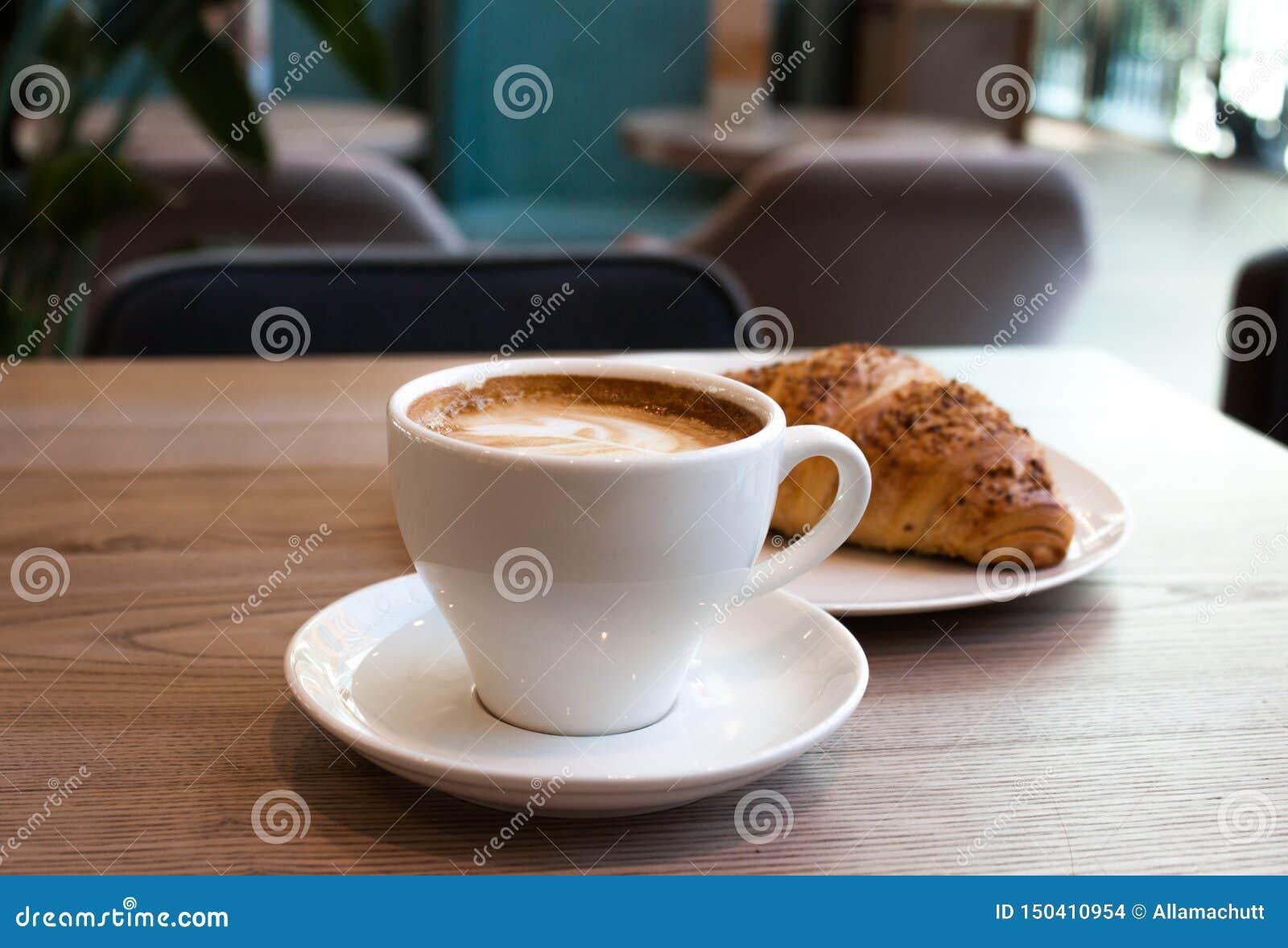 Cappuccino et croissant