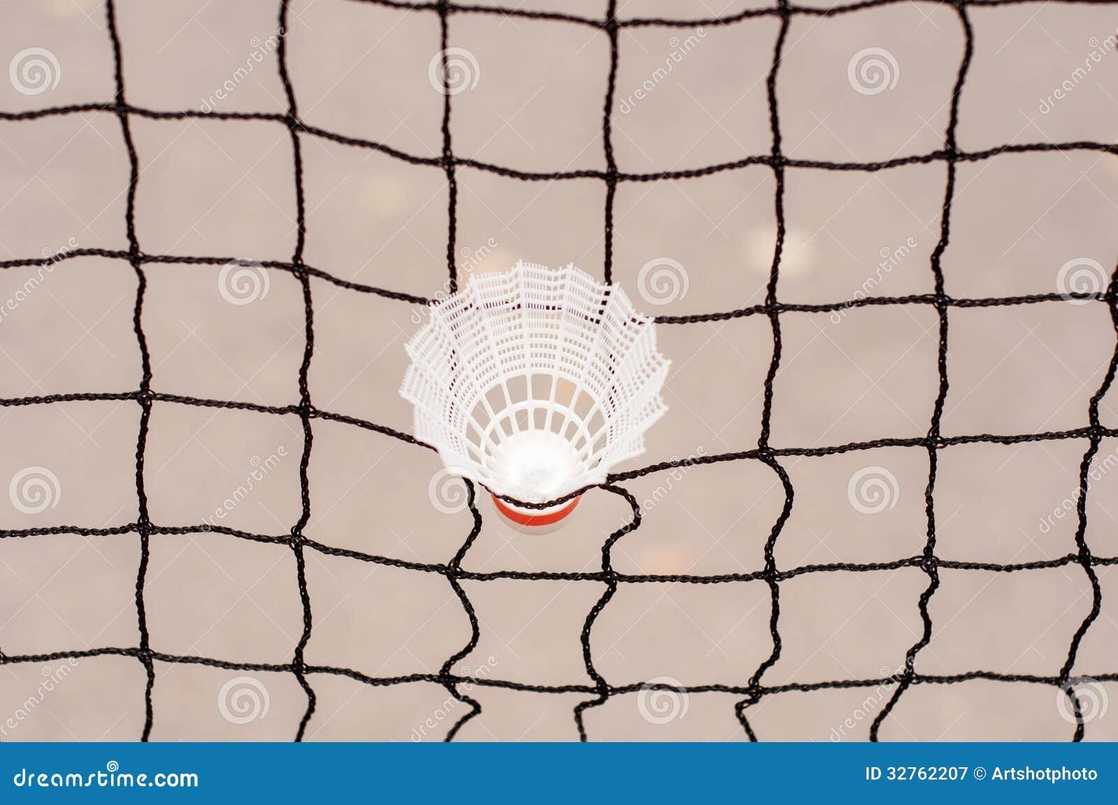 captif de volant dans un filet de badminton image stock. Black Bedroom Furniture Sets. Home Design Ideas