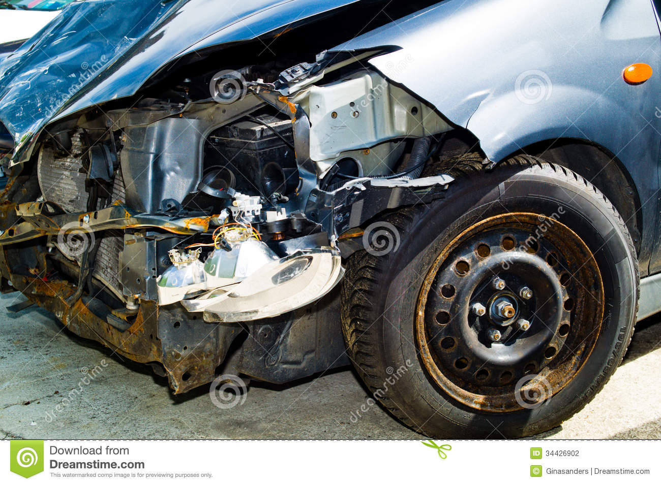 Collision Auto Repair >> Car With Body Damage After An Accident Stock Photo - Image: 34426902