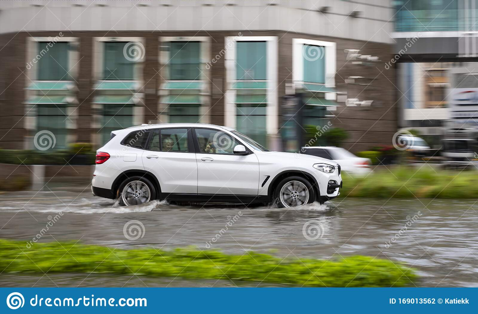 Car Driving In Flooded Dubai Street After A Heavy Downpour Editorial Photography Image Of Emirates Weather 169013562