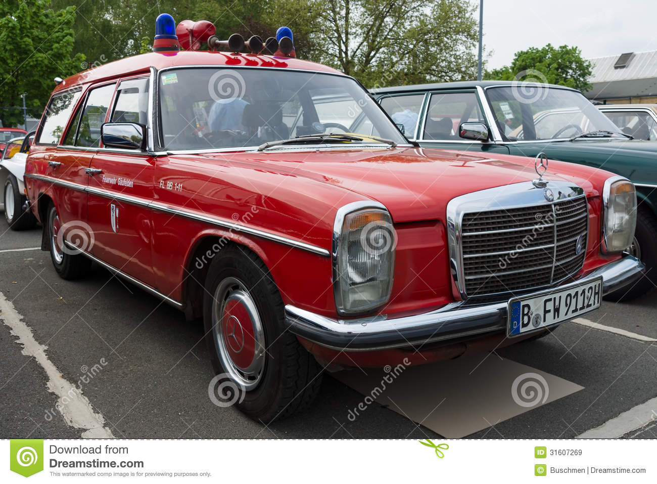 car fire service mercedes benz w114 station wagon editorial stock image image 31607269. Black Bedroom Furniture Sets. Home Design Ideas